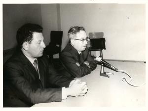 Visita del Profesor Dov Sadan en el Seminario para Maestros y la Escuela Integral Rambam. En la foto Dov Sadan y Prof. Barylko.
