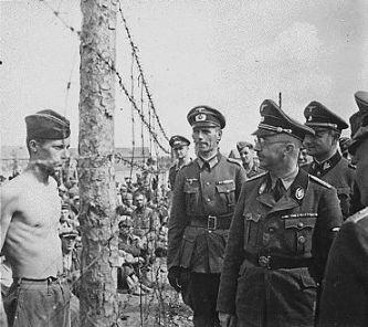 Himmler en un campo de concentración