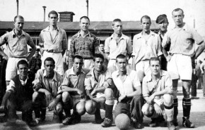 Saturnino Navazo formando alineación con otros españoles en Mauthausen.